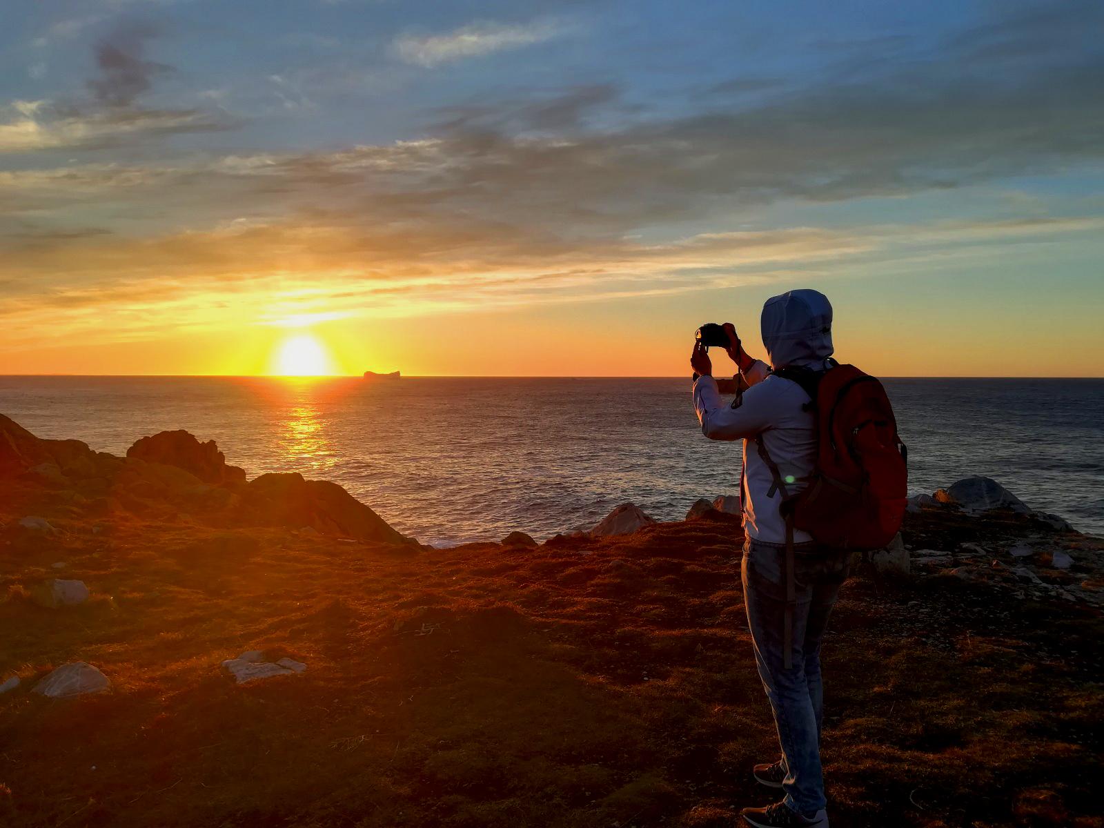 Sonnenuntergang und Eisberg in Neufundland